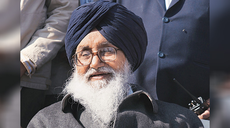 Parkash Singh Badal 'politely' declines Punjab CM's offer for government house
