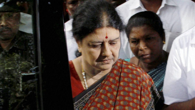 Sub-inspector Gajraj Maknoor facilitated VVIP treatment to Sasikala, confirms insider