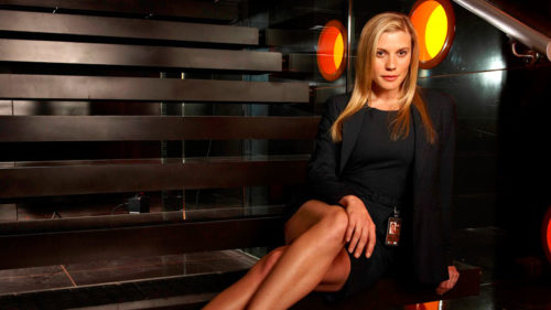 Actress-Katee-Sackhoff-doesn't-like-playing-hero