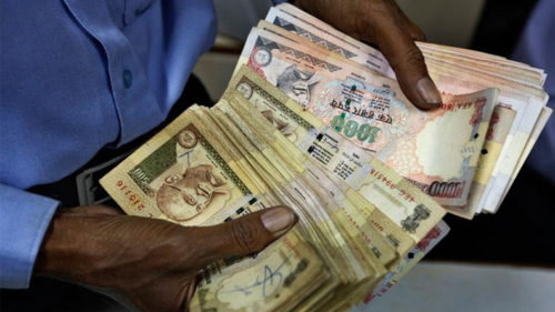 Demonetisation: Chaos as crowds throng RBI to exchange old currency