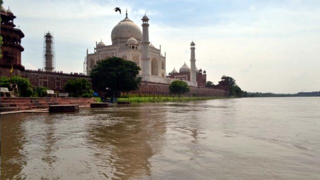 Agra activists welcome NGT ban on open defecation in Yamuna