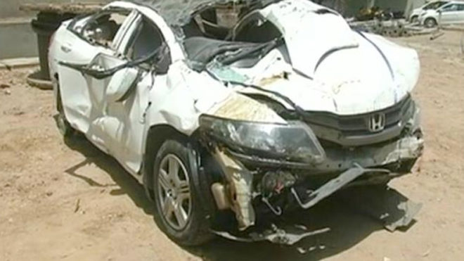 At least 2 dead and 5 injured in Delhi car accident