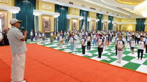 President Pranab Mukherjee urges Indians to make yoga a habit