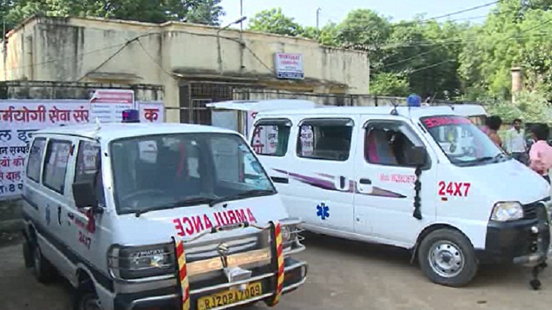 Jharkhand: Man carries body of dead brother denied an ambulance
