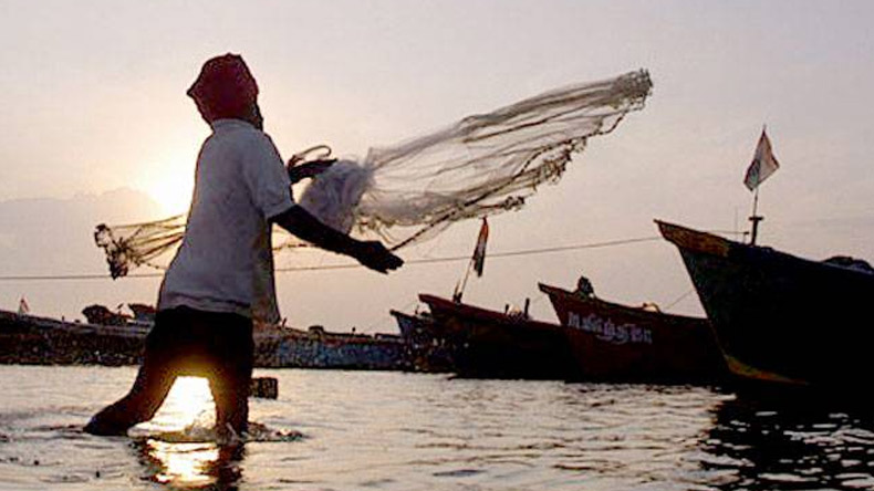 Eight Indian fishermen arrested