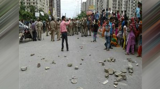 Noida: Mob attacks apartment complex; blame couple for holding house help as prisoner