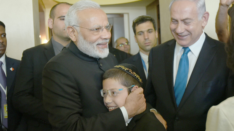 PM Modi meets 26/11 survivorMoshe;says he can visit India wheneverhe wishes