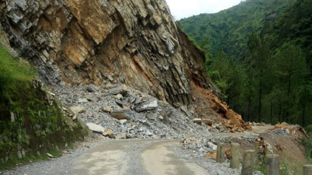 Landslides shut down Jammu-Srinagar highway