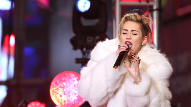 Miley Cyrus hires 85-year-old drag queen for show