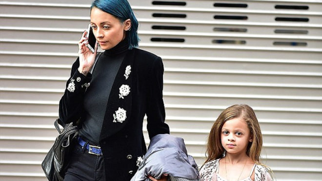 Nicole Richie lets daughter experiment with make-up