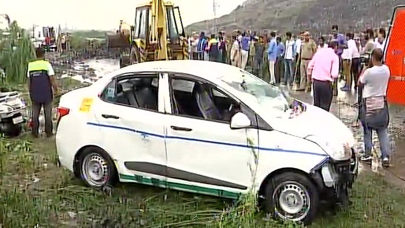 Ghazipur landfill site collapse: 2 dead bodies recovered, 5 people rescued