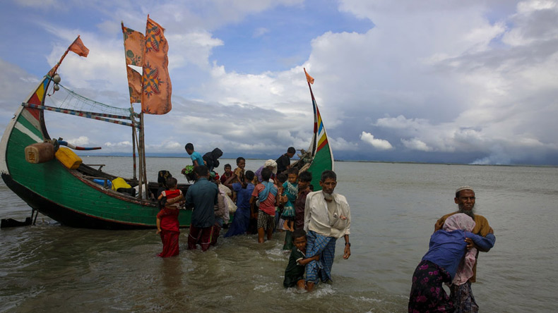 Bangladesh army takes bigger role in Rohingya aid operation
