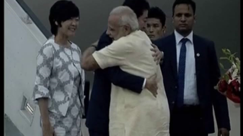 Japanese PM and wife take stroll with PM Modi in Indian attires