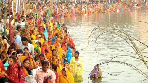 Chhath Puja video songs 2017: Chhathi Maiya pooja geet by Bhojpuri singer Sharda Sinha, Manoj Tiwari, Anuradha Paudwal, Pankaj Singh and Kalpana