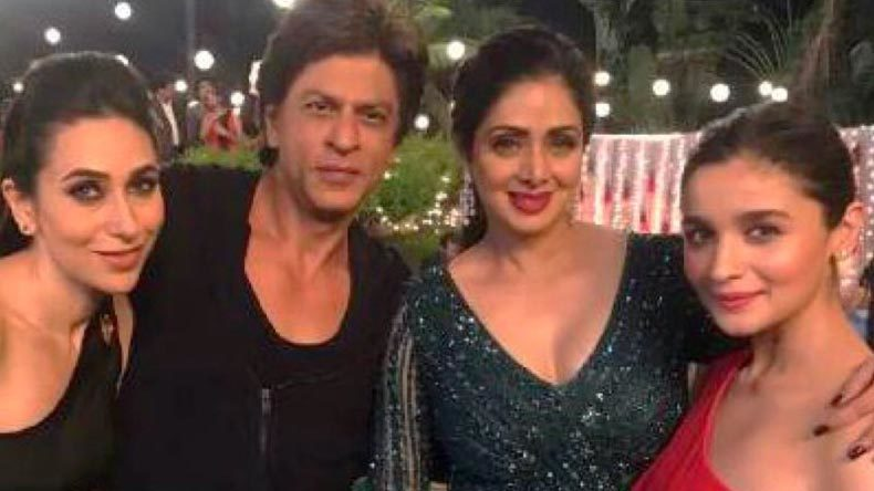 'Dwarf' SRK serenades his lovely ladies again