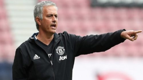 Jose Mourinho in no hurry to sign Manchester United extension