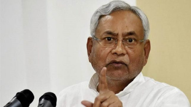 Stones fly at Nitish convoy
