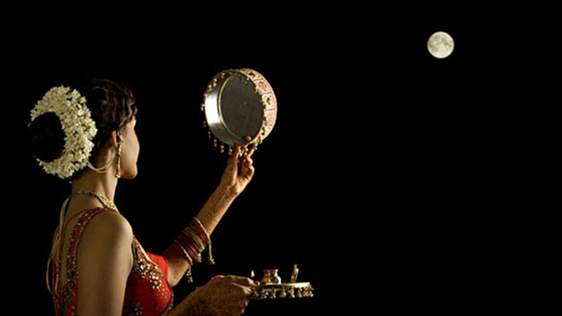 Happy Karva Chauth 2018 Wishes And Messages In Hindi Whatsapp