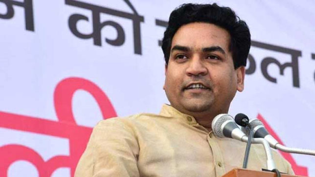 AAP legislators manhandle Kapil Mishra in Delhi assembly