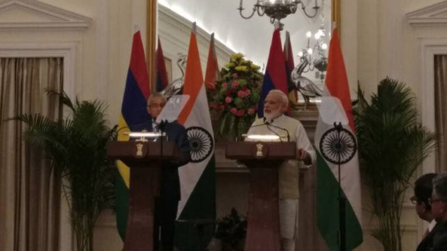 India extends $500-mn credit line to Mauritius