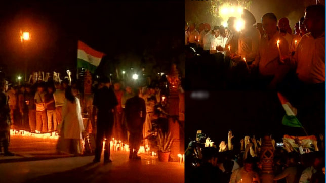 People pay tributes to late Kashmiri officer Ummer Fayaz at India Gate