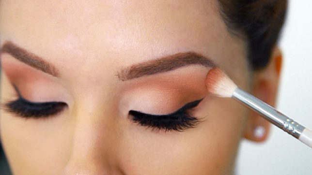 Eye make-up causing vision problems in young women