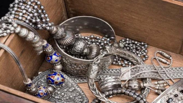 Tips to protect silver jewellery in monsoon