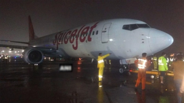 Stranded SpiceJet aircraft retrieved after 23 hours