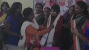 Ishrat Jahan joins BJP at party's Howrah office