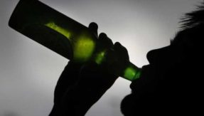 Parents giving alcohol to teens may not cut risky drinking: Research