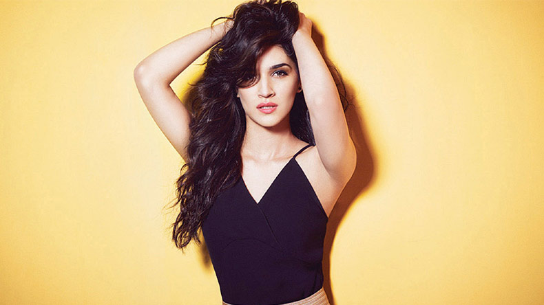 happy birthday kriti sanon, kriti sanon birthday, kriti sanon songs, kriti sanon telugu movies, kriti sanon bollywood movies, kriti sanon movies, krit sanon upcoming movies, kriti sanon debut movie, kriti sanon