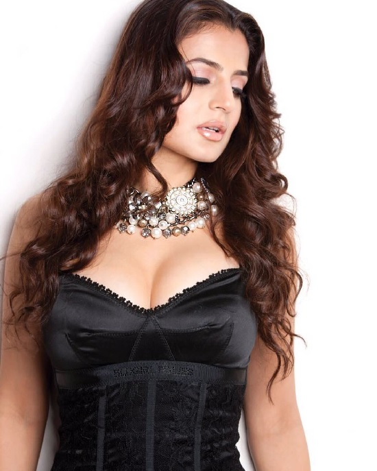 Ameesha Patel ravishing bold avatar in black
