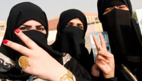 No need to wear abaya robes in public: Saudi top cleric tells women