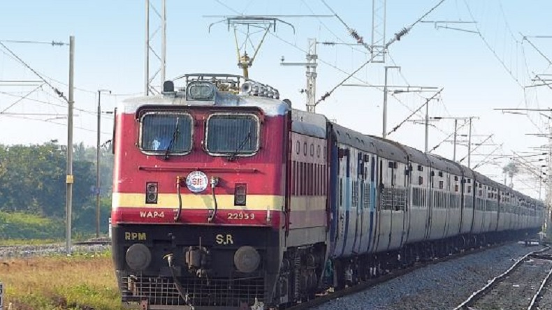 Railway Recruitment Board,885 group C posts, LMRC,Central Railways,Jansadharan Ticket Booking Sevaks(JTBS), Mumbai CSMT,Railway recruitment 2018, DMRc, education and jobs,Lucknow Metro Rail Corporation, cr.indianrailways.gov.in, lmrcl.com,