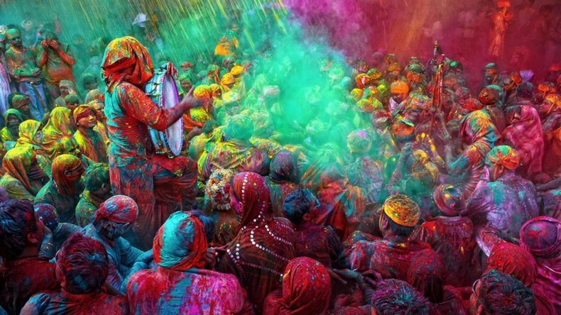Happy Holi 2019 wishes, messages, quotes in Hindi: Facebook status, WhatsApp SMS, GIF images, wallpapers to send Holi wishes to your friends and family