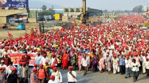 Maharashtra govt promises to fulfil farmers' demands; protest called off