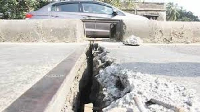 Mumbai Police warns about crack in another bridge via Twitter