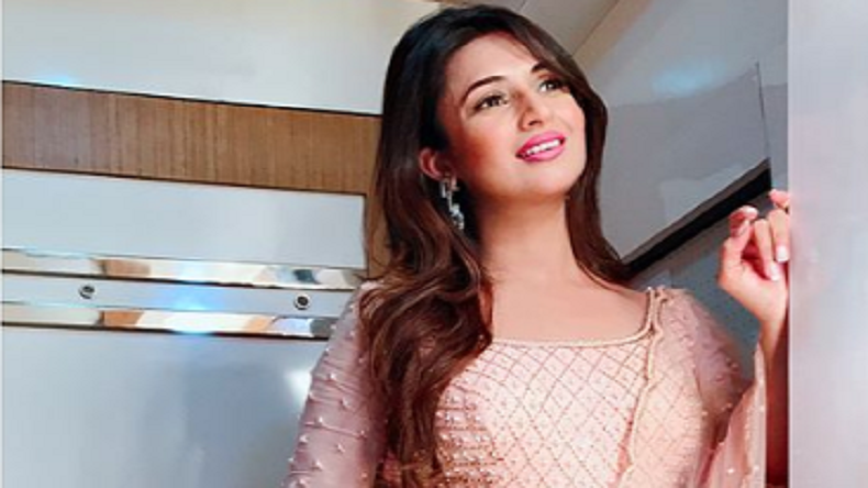 Divyanka Tripathi and peach, then how can you not like peaches?