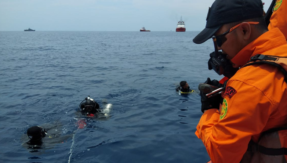 Lion Air Flight JT-610 crash LIVE updates: Divers of Basarnas SAR team dispatched to conduct search and rescue operations in Indonesia