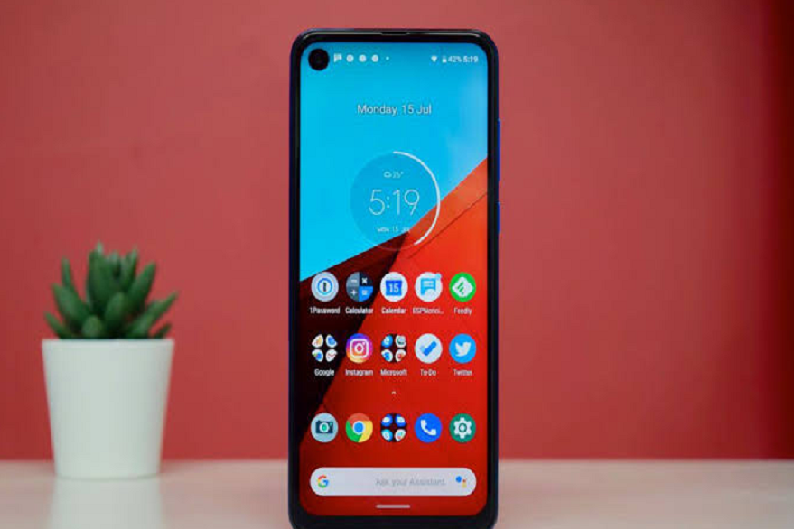 Motorola One new variant teased with pop-up selfie camera: Announcement expected soon